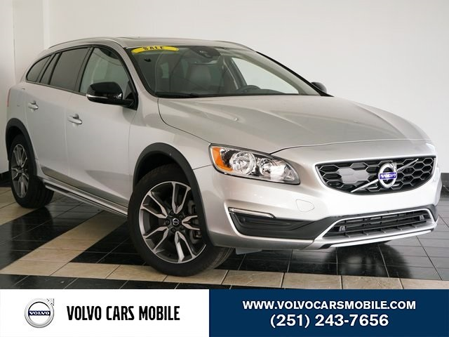 Pre-Owned 2017 Volvo V60 Cross Country T5